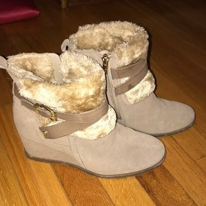 Size 8 Marc Fisher winter suede wedges!